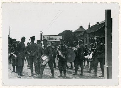 Soldaten am Mindener Bahnhof